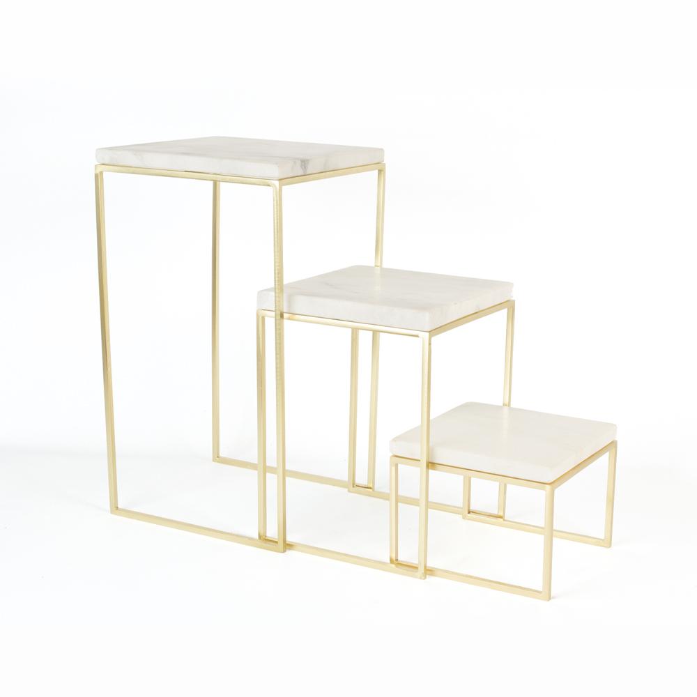set de 3 sellettes gigognes pieds m tal dor plateau marbre blanc selfor paris. Black Bedroom Furniture Sets. Home Design Ideas